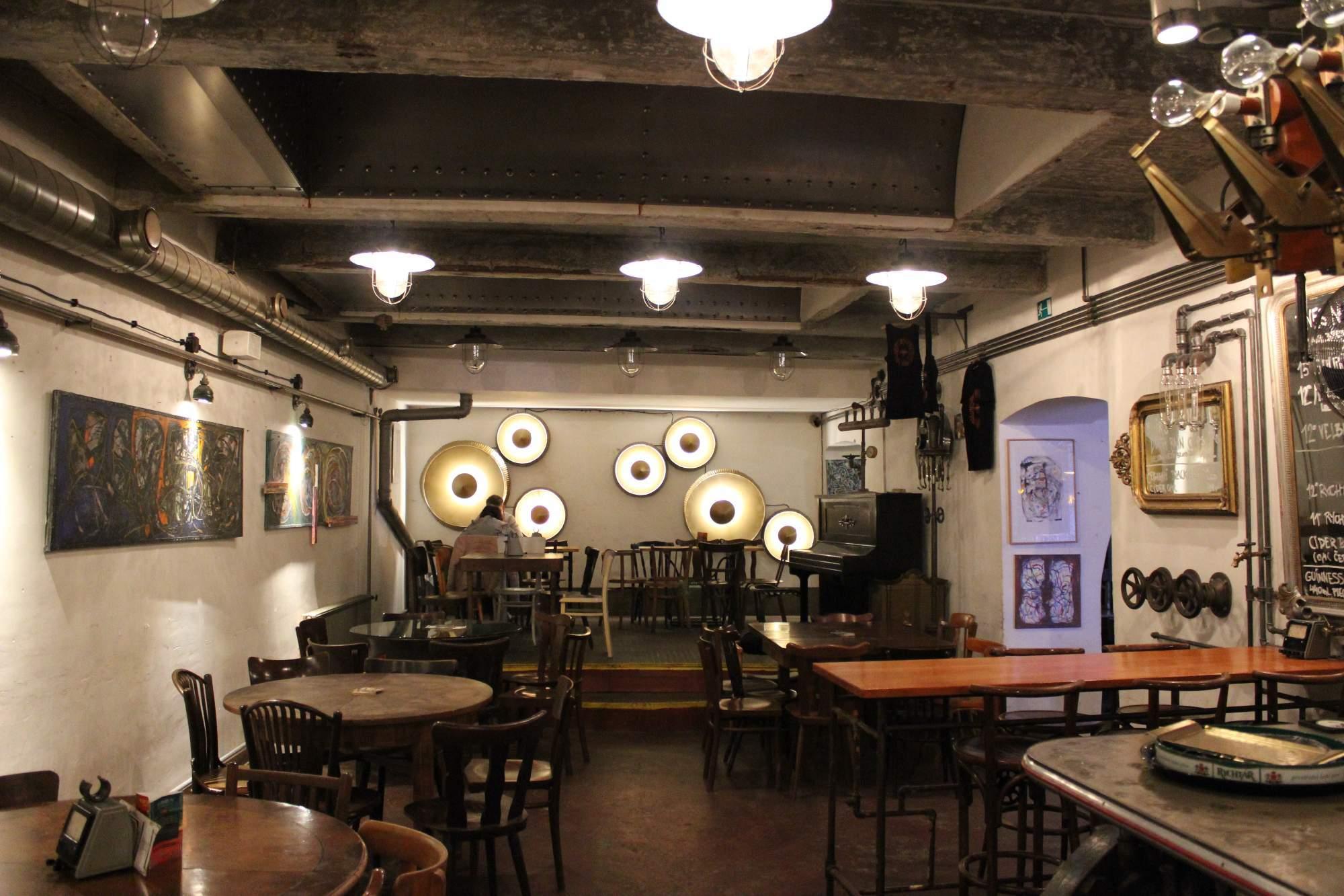 Schrott: industriální bar a galerie
