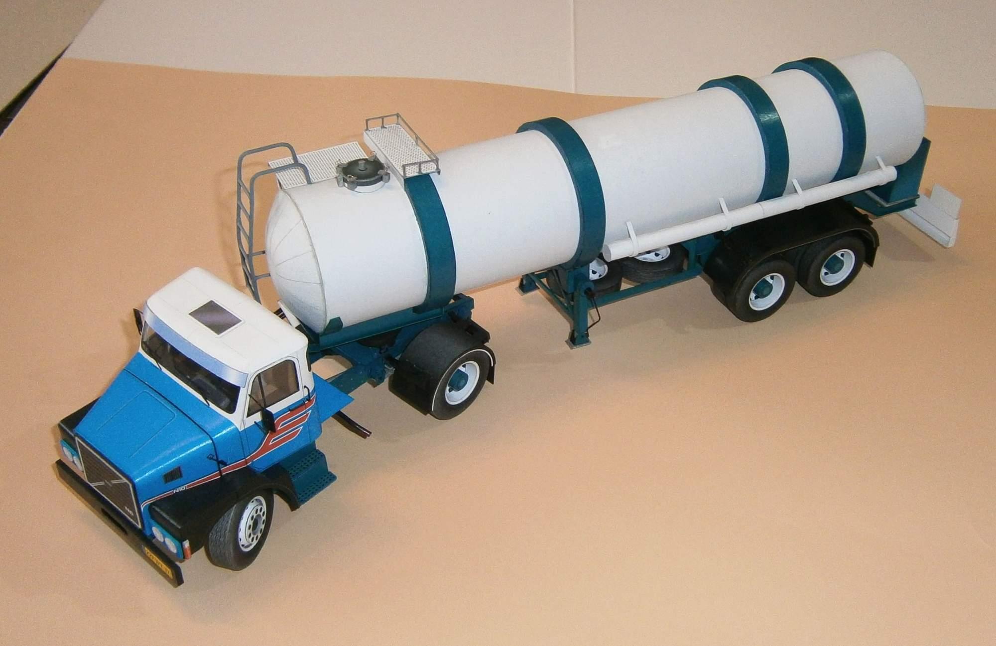 Volvo N10 - tahač 4x2 s cisternovým návěsem