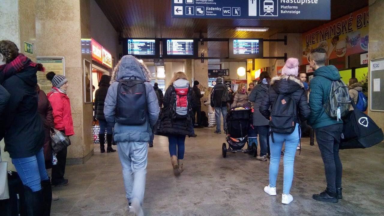 Na první pohled se na nádraží nic nezměnilo. Foto: Kristýna Čermáková