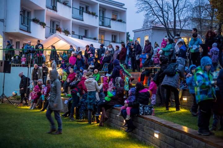 Amfiteátr se zaplnil rodinami s dětmi. Foto: Kristýna Čermáková