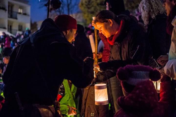 Martinova družina rozsvítila lampiony. Foto: Kristýna Čermáková