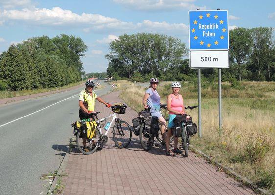 Německo opouštíme před Hagendewerem a přejíždíme Lužickou Nisu do Polské Radomierzyce.