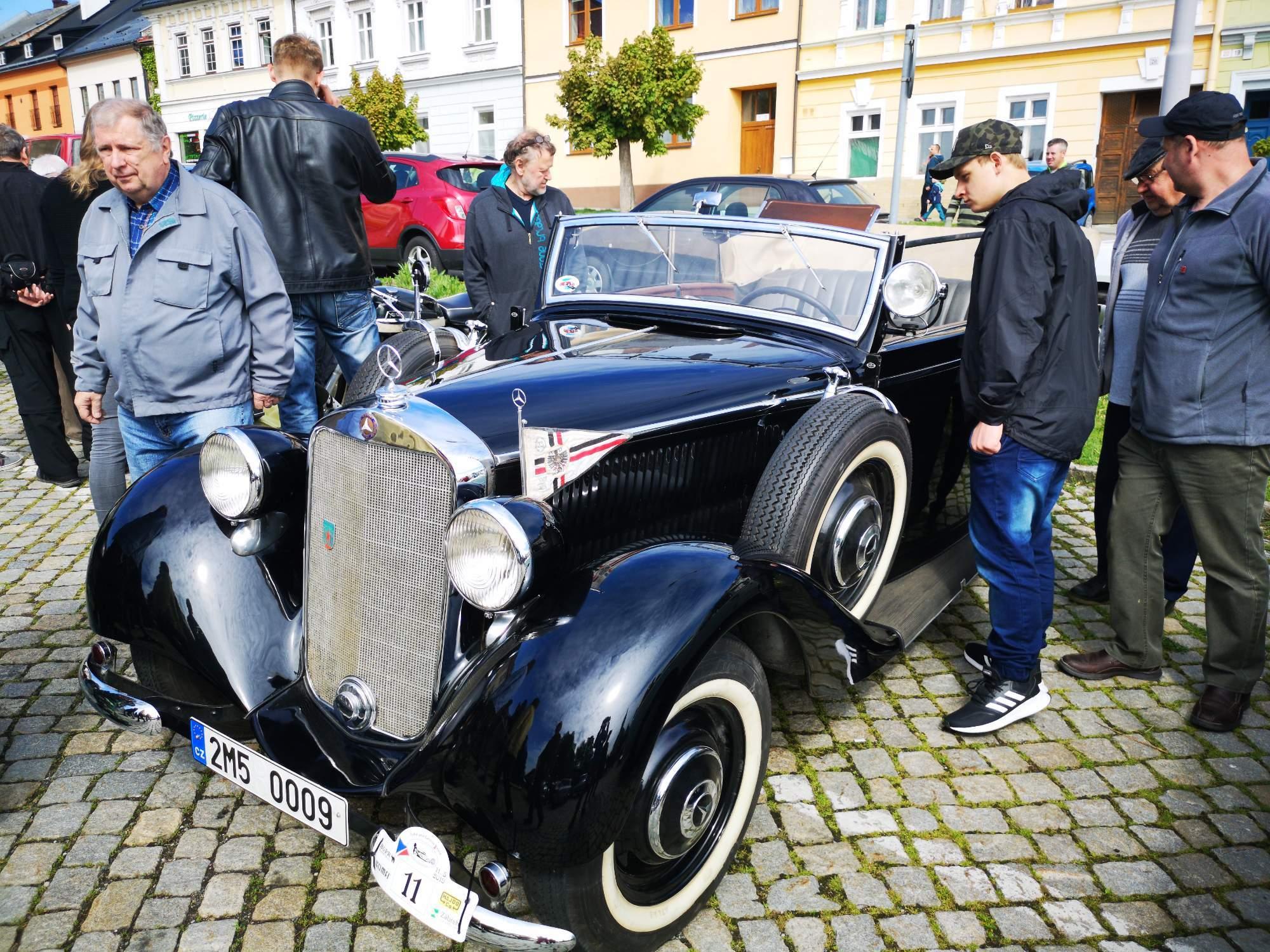 Mercedes podobný modelu používaný Reinhardem Heydrichem se účastní srazu v Zábřehu pravidelně. Foto: Jiří Černý