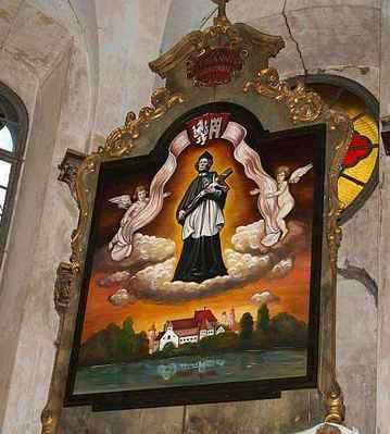 oltářní obraz. Je na něm vyobrazen svatý Jan Nepomucký, starý znak Nymburka, andělé a pohled na Nymburk dávných let - Původní oltářní obraz byl přemístěn do kostela sv.Jiljí, autorkou nového oltářního obrazu byla talentovaná 17-ti letá studentka gymnazia Petra Šuková z Vlkavy