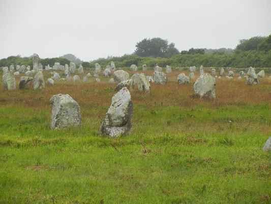 Carnac - kamenné aleje menhirů