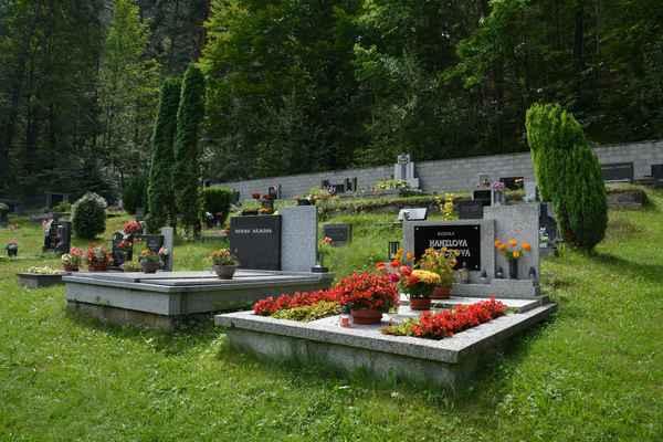 nakoukla jsem také na malý hřbitůvek v Klokočí