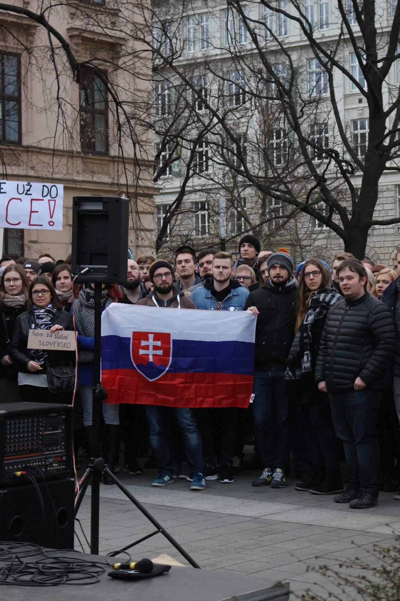 Demonštrácie Brno za slušnosť začal organizovať Brňan Dominik Levíček. Dnes spolupracuje so Slovákmi, ktorí v Brne študujú. Foto: Simona Gálová