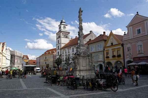Na třeboňském náměstí bylo možno pozorovat lehokola tu i tamhle.