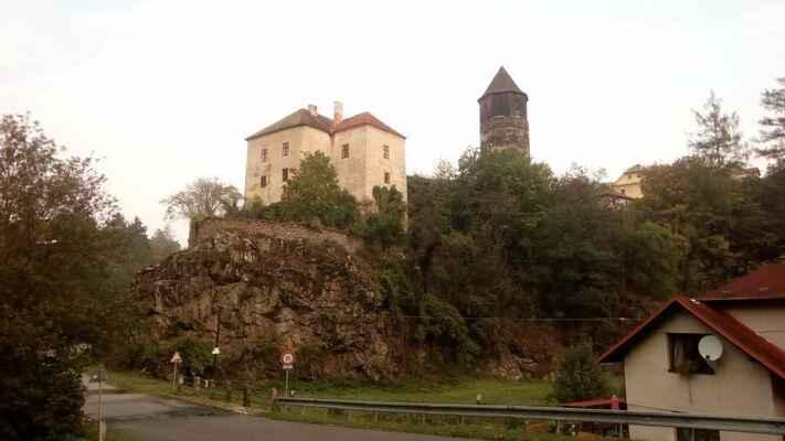 ... i starý hrad Pirkenštejn