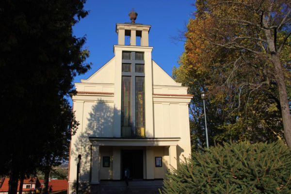 Moderní, chrámová budova z roku 1937 - Husův sbor. Zde probíhal koncert vokální skupiny Marika Singers