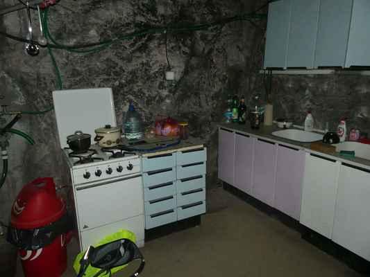 Pěkný komfort. Tady by se to vařilo žrádýlkoooooo. Jdu vyluxovat lednici jaký jsem dostal hlad. (:-))