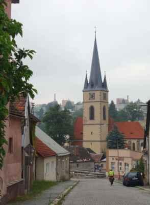 Kostel sv. Petra a Pavla v Ledči n. Sázavou. Bylo poměrně brzo, kilometry najeté žádné, a tak jsme ani do centra nezajížděly.