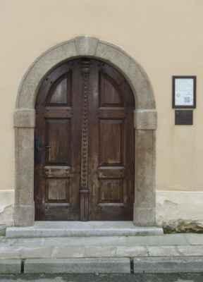 Ledečská židovská obec zanikla roku 1942 deportací Židů do koncentračních táborů. Do Ledče se už nikdo z nich nevrátil. Po válce sloužila synagoga jako skladiště. V roce 1991 byla prohlášena za kulturní památku. Dnes budova slouží k pořádání výstav, koncertů a přednášek.