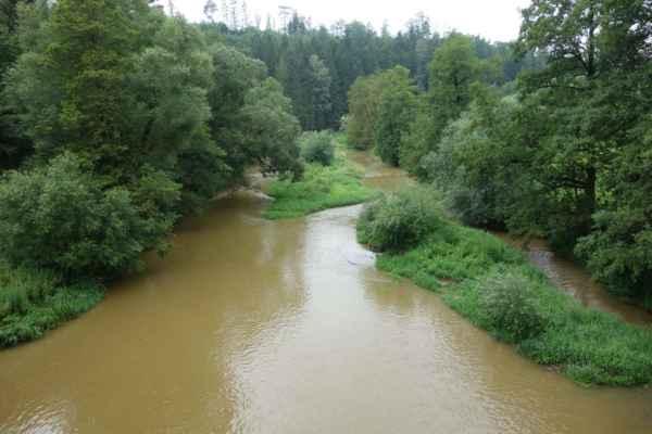 A jsme zase u řeky. Sázava ve Vlastějovicích.