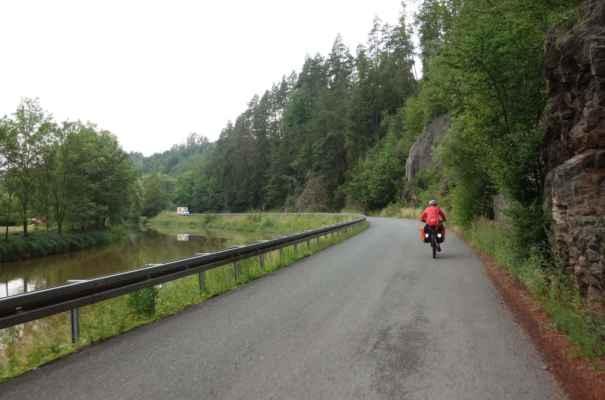 Také jsme se vrátily na cyklo 19, která tady vede po místní silničce.