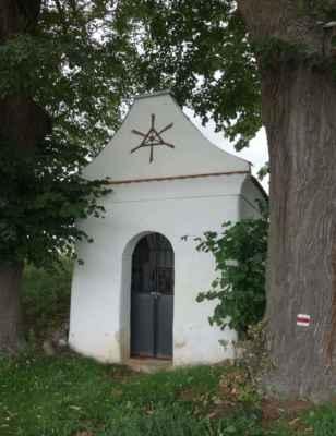 Kaplička u silnice do Chabeřic.