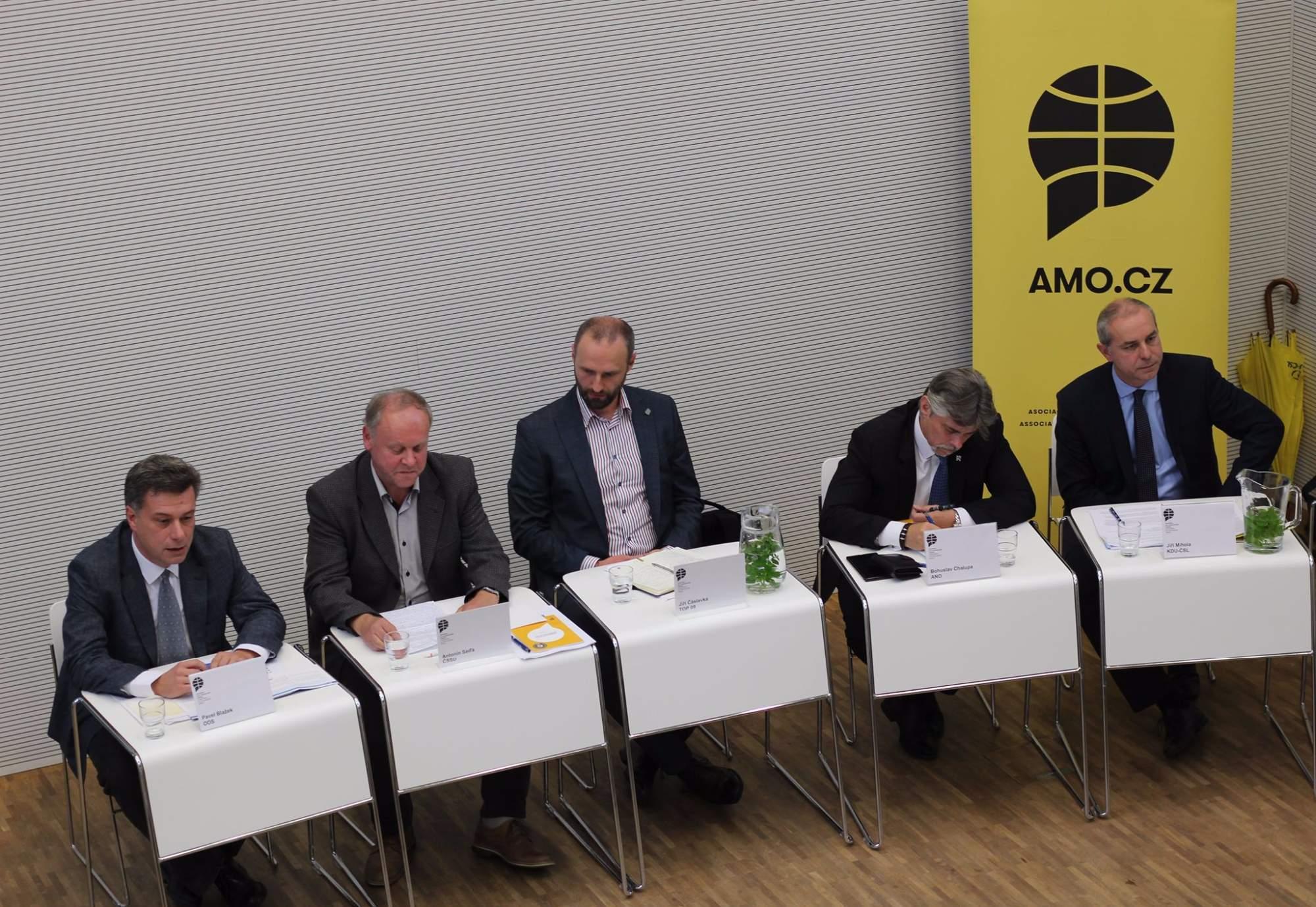 Zleva: Pavel Blažek (ODS), Antonín Seďa (ČSSD), Jiří Čáslavka (TOP 09) Bohuslav Chalupa (ANO), Jiří Mihola (KDU-ČSL)
