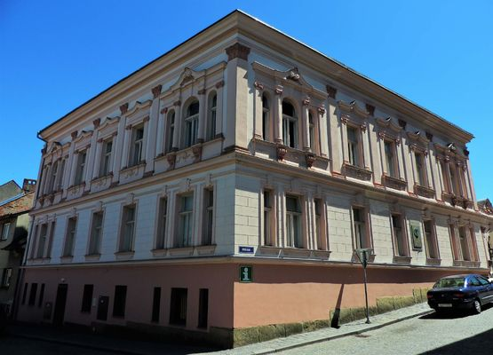Skutečské městské muzeum je umístěno v domě který patřil rodině manželky Vítězslava Nováka, hudebního skladatele.