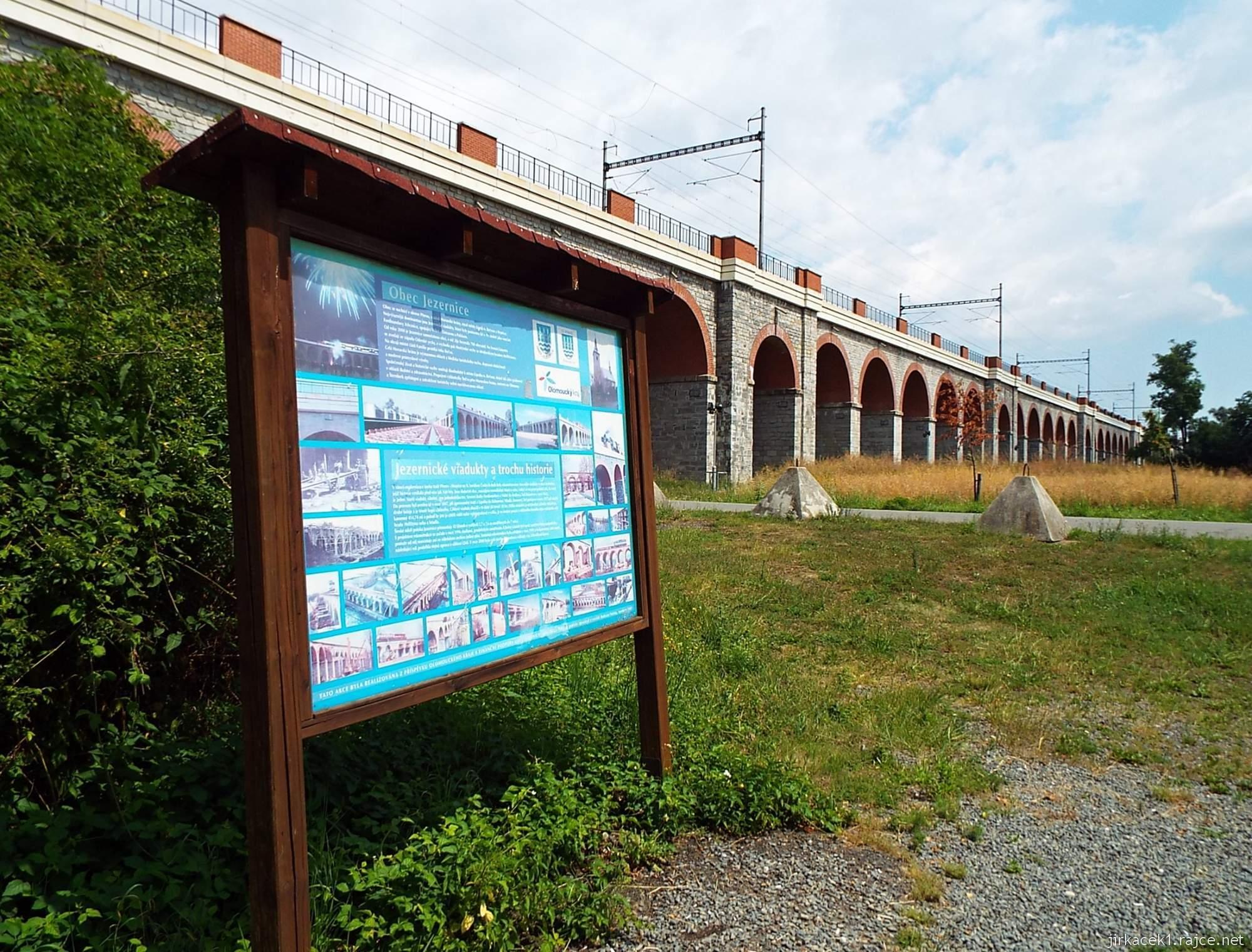 Jezernice - železniční viadukty a informační panel