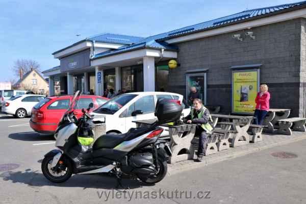Pauza na benzince MOL v Mohelnici
