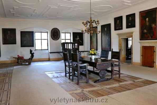 Interiér zámku, fotit se mohlo pouze v první místnosti, dál to bylo asi tajné...