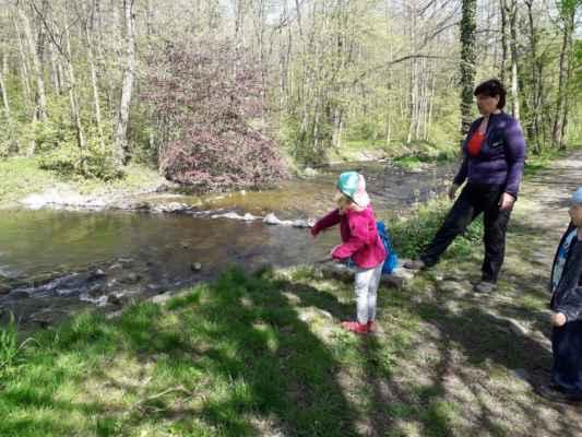 Jarní procházka a stavba domečků (modrá třída)