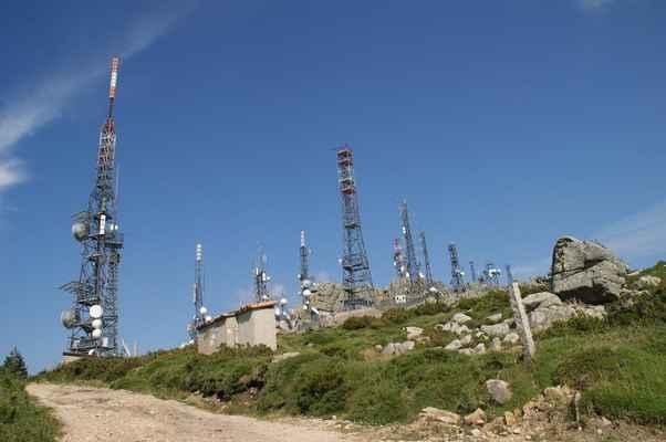 Les satelitů na Monte Pinu