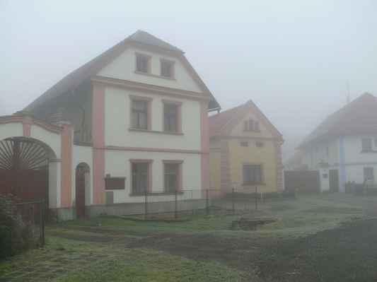 slatina patří k nejstarším českým obcím na litoměřicku. první zmínka pochází z roku 1056 v souvislosti s knížetem spytihněvem...